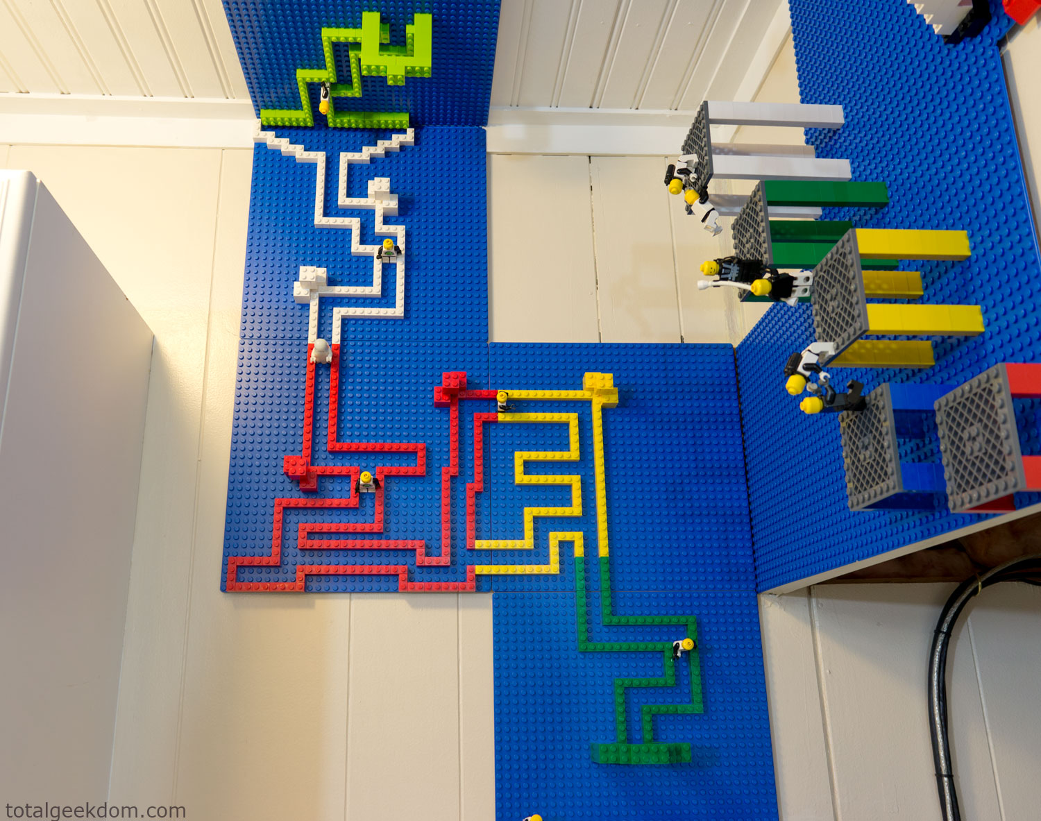 Lego wall and ceiling build area total geekdom - Kids room decoration ...